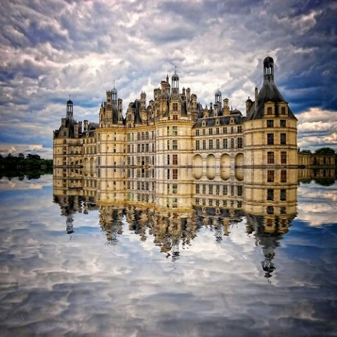 1392385587481_amazing-reflective-photography-building-reflection-on-water.jpg