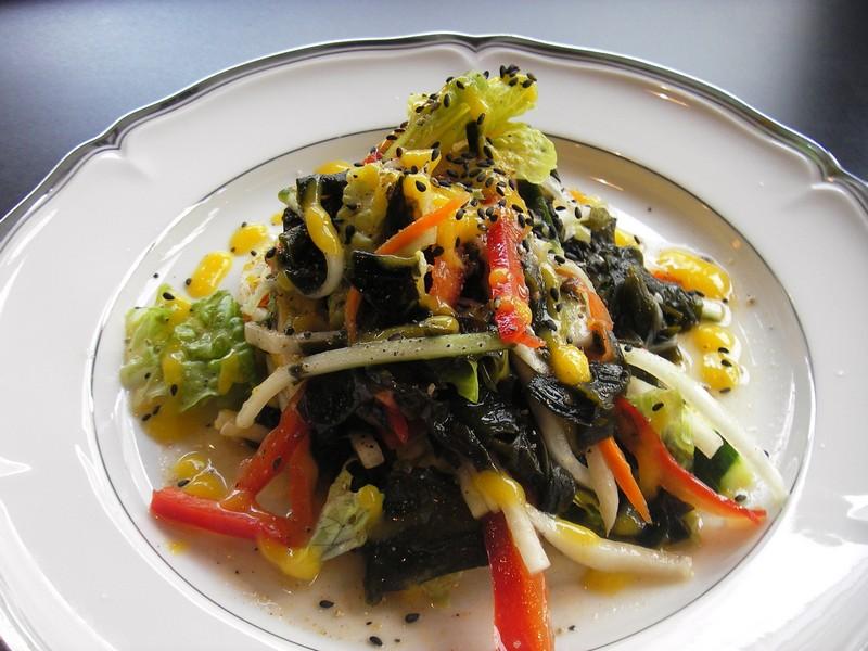 Live_Seaweed_Salad.jpg